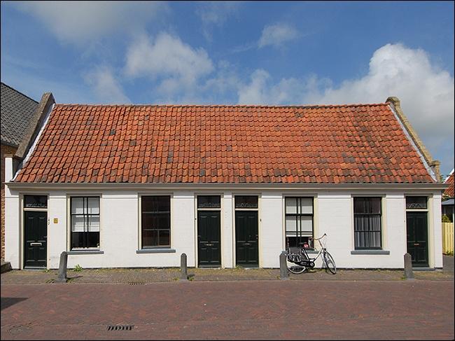 Waalderstraat 7-9-11-13 Den Burg Woonhuis
